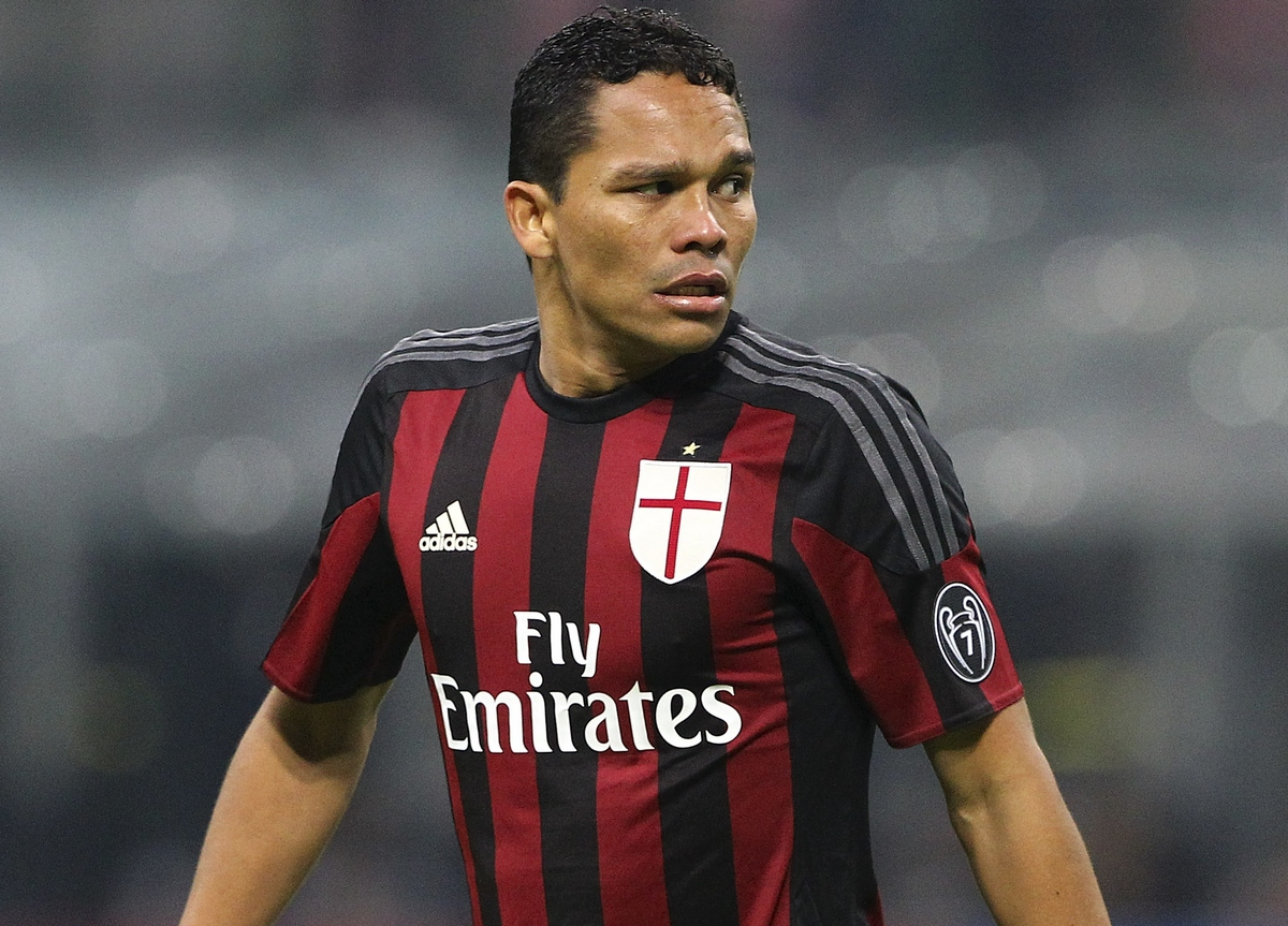 MILAN, ITALY - NOVEMBER 28: Carlos Bacca of AC Milan looks on during the Serie A match between AC Milan and UC Sampdoria at Stadio Giuseppe Meazza on November 28, 2015 in Milan, Italy. (Photo by Marco Luzzani/Getty Images)