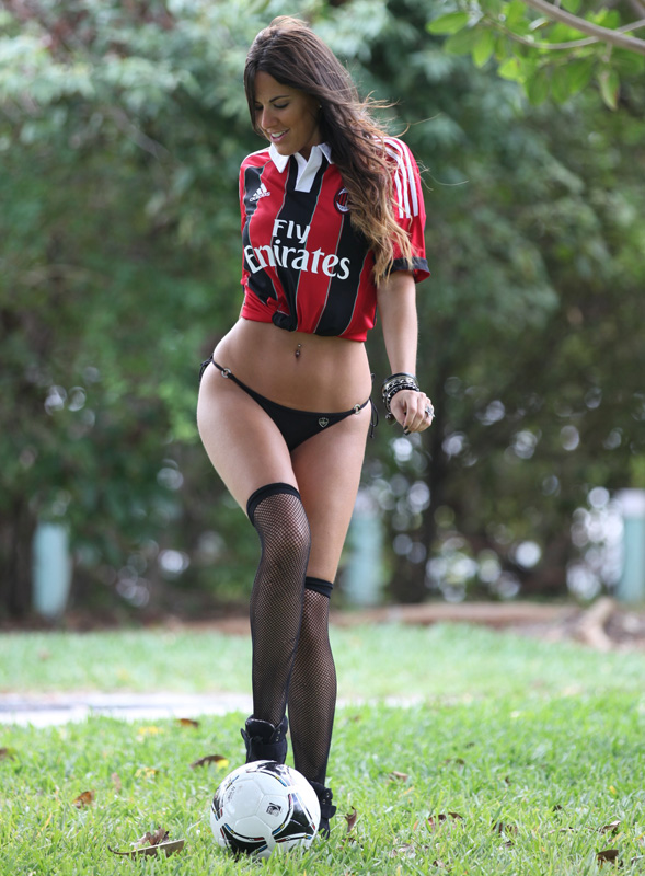 Italian-referee-Claudia-RomaniItalian-referee-Claudia-Romani2Italian-referee-Claudia-Romani3Italian-